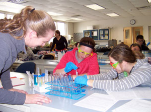 biology-students in lab